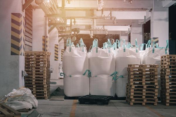 Plástico Moderno - A questão dos insumos e matérias-primas na indústria do plástico ©QD Foto: iStockPhoto